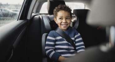 Jusqu'à quel âge faut-il attacher son enfant au siège auto ?